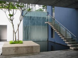 water feature outdoor-glass-1