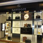 (SF-C007) Frameless Glass enhances shop display