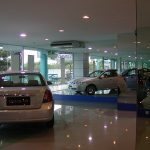 (MR-C 020) Car showroom